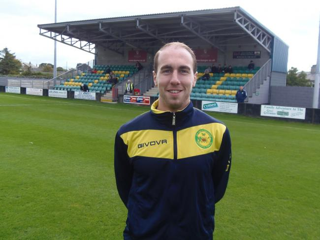Midfielder Rob Jones has signed for Conwy Borough