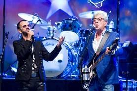 Graham Gouldman on stage with Ringo Starr