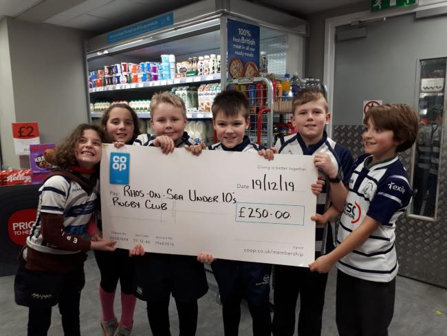 Colwyn Bay Rugby Club minis and the cheque they received from the Co-op
