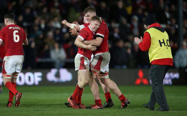 Wales U20s celebrate their last-gasp win over England (Photo: WRU Twitter)