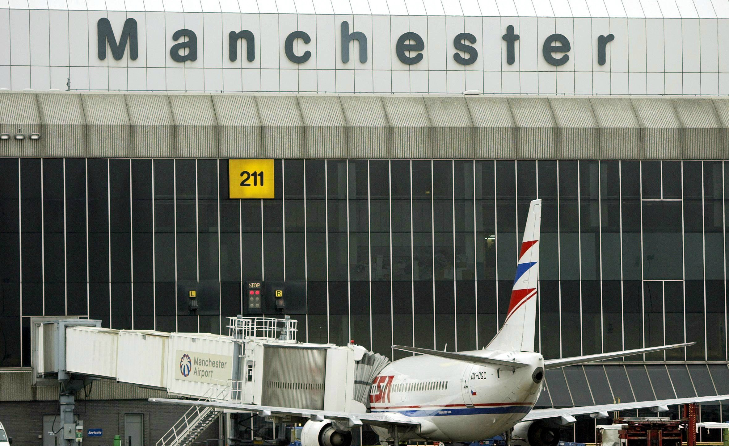 Manchester Airport scraps free 'kiss and fly' drop-off parking lanes