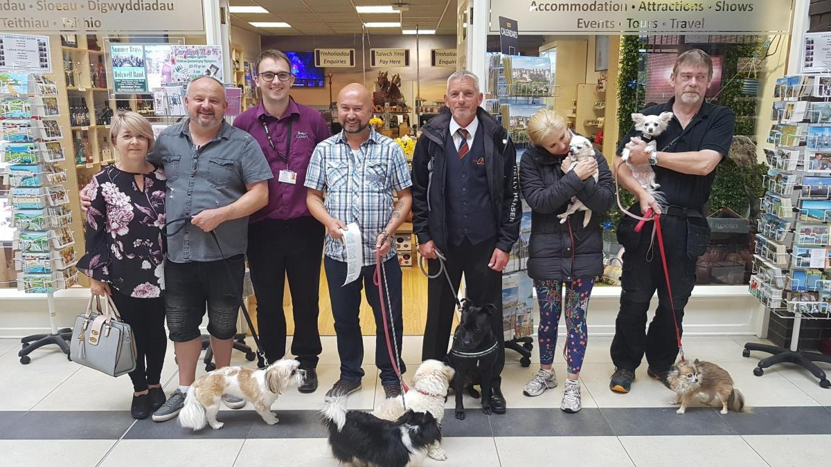 Dog friendly stickers to be put in Llandudno stores to show