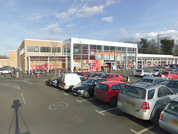 Sainsburyu0027s Car Park In Oxford Road, Banbury. Pic: Google