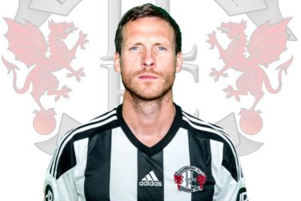 Former Llandudno assistant manager Matty Williams has signed for Newtown