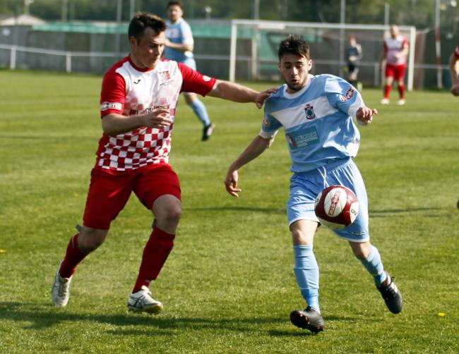 Craig Pritchard in action for Colwyn Bay at Market Drayton Town (Photo by Dave Thomas)
